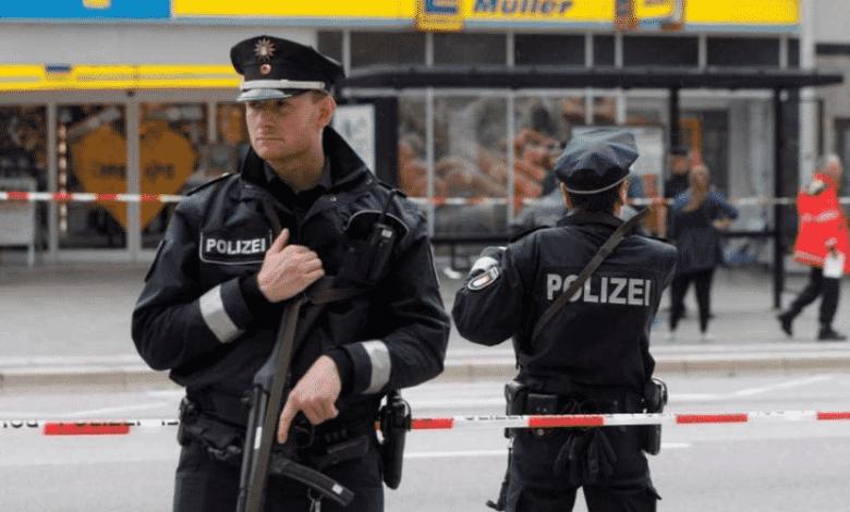 ألمانيا بعد انتحال صفة عناصر شرطة قام سوريان بـ طعن شاب ألماني بالسكين