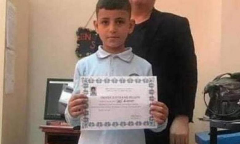 انتحار الطفل السوري شنقاَ على باب مقبرة في أحد أحياء تركيا والسبب عنصري