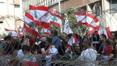 Photo of مظاهرات لبنان: الجيش اللبناني يدعم المتظاهرين ونصرالله يدعم الحكومة ويحذر بالنزول للشارع