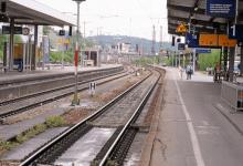 Photo of ألمانيا : سوري يعض شرطية بقطار قادم من النمسا ويقفز نحو قضبان السكة الحديدية