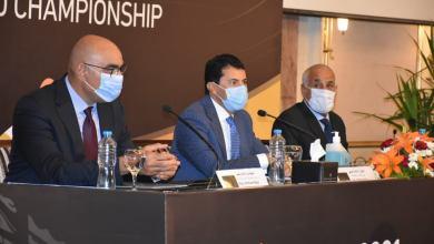 صورة وزير الرياضة خلال المؤتمر الصحفي للإعلان عن تفاصيل قرعة مونديال اليد 2021