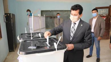 صورة وزير الشباب يُدلي بصوته في انتخابات النواب