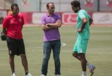 صورة سيد عبدالحفيظ يعنف كهربا ويطالبه بالهدوء أمام الزمالك في النهائي الأفريقي