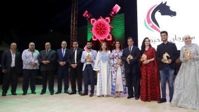"""Photo of زين عوض تقدم """"تكبر وتعلى"""" وتكرّم في حفل إفتتاح مهرجان الفحيص بالأردن"""