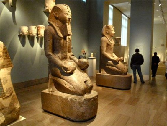 برجراف عن المتحف المصري بالانجليزي