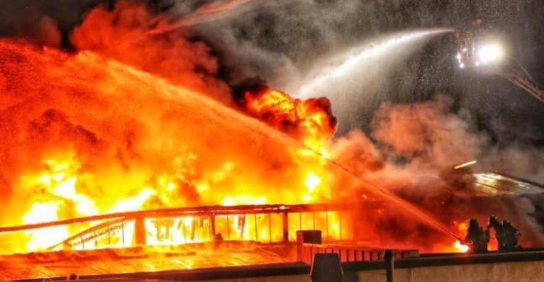 إخماد حريق استمر ثماني ساعات بألمانيا