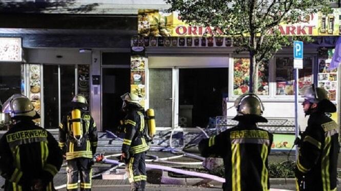 مجهولون يضرمون النار بمتجر سوري