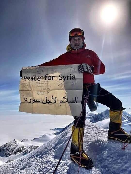 شابٌ سوري يتصدرُ أعلى قمم العالم
