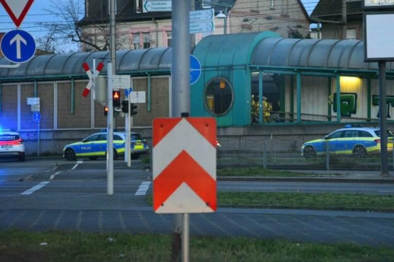 قطار يدهس أم وطفليها في مدينة ألمانية