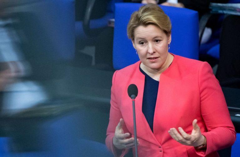 وزيرة ألمانية تعد بمساعدات مالية لهؤلاء العائلات