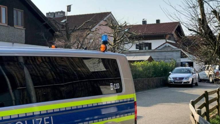 بدراجة أطفال الشرطة الألمانية تطارد لاجئين وتمسك بهم