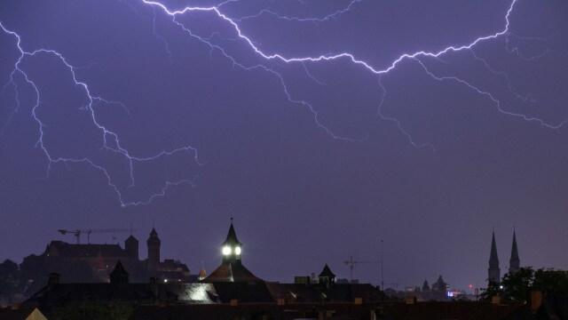 إصابة امرأة حامل على اوتستراد مغمور بمياه الأمطار في بلدة ألمانية