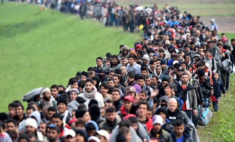 لاجئين أغلبهم سوريين
