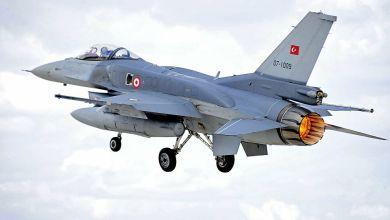 صورة طائرات مقاتلة تركية تقترب بشدة من طائرة وزير الدفاع ورئيس الأركان اليوناني