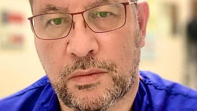 صورة فيروس كورونا: ماذا يقول طبيب يوناني في بريطانيا تم تطعيمه عن الأعراض الجانبية؟