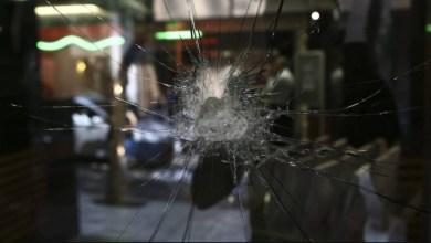 صورة وابل من الضربات في اتيكا من قبل المناهضين للسلطوية لكوفونتينا