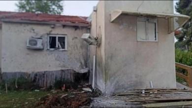 صورة اصابة مباني في عسقلان بضربات صاروخية من غزة