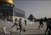صورة مئات الجرحى خارج المسجد الاقصى المبارك