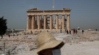 صورة خبراء و اقتصاديين يرحبون بالإجراءات المالية التي أعلنها رئيس الوزراء ميتسوتاكيس
