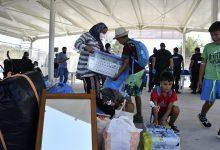 صورة السلطات اليونانية تنقل المهاجرين إلى معسكر جديد في جزيرة ساموس