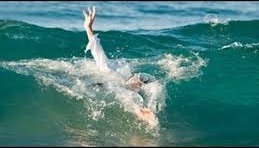 صورة خفر السواحل ينتشل جثة امرأة من البحر قرب باليو فاليرو