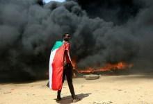 صورة خروج السودانيين إلى شوارع الخرطوم رفضا لاستيلاء الجيش على السلطة