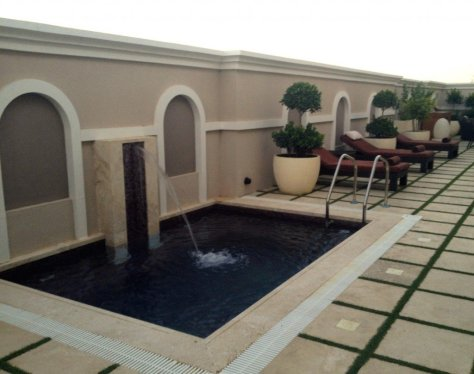 Outdoor plunge pool and relaxation area