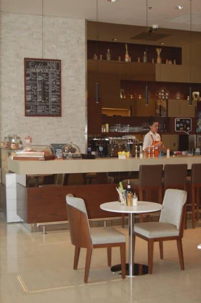 Fifth Street Cafe Courtyard Marriot WTCAD Abu Dhabi Arabian Notes 10