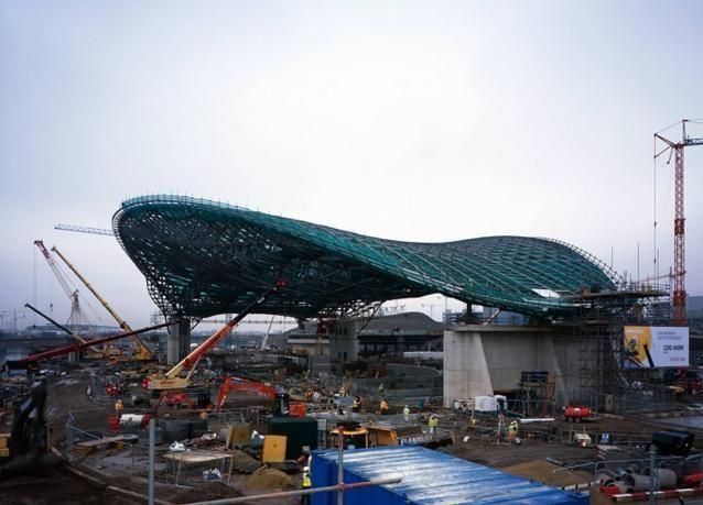 بالصور زها حديد تصمم المركز المائي للألعاب الأولمبية في لندن