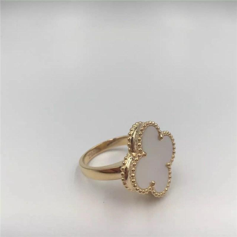 خاتم من الذهب الأبيض عيار 18 قيراط من السحر بتصميم بسيط من
