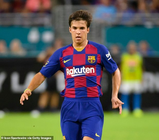 19486384-7553627-Riqui_Puig_is_impressing_for_Barcelona_B_in_the_Spanish_third_ti-m-3_1570698526167