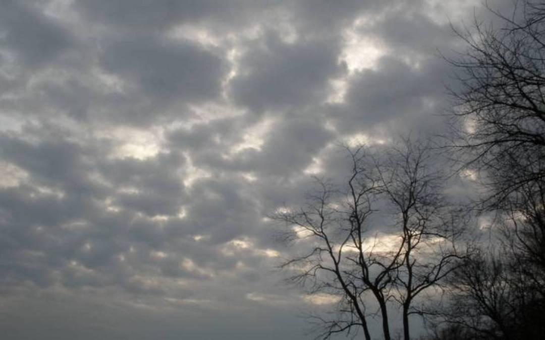 الطقس غدا غائم جزئيًا الى غائم أحيانًا دون تعديل يُذكر بدرجات الحرارة