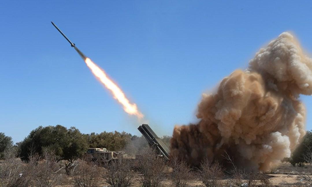 """إيران تكشف عن """"فاتح مبين""""… صاروخ ذكي بالغ الدقة!"""