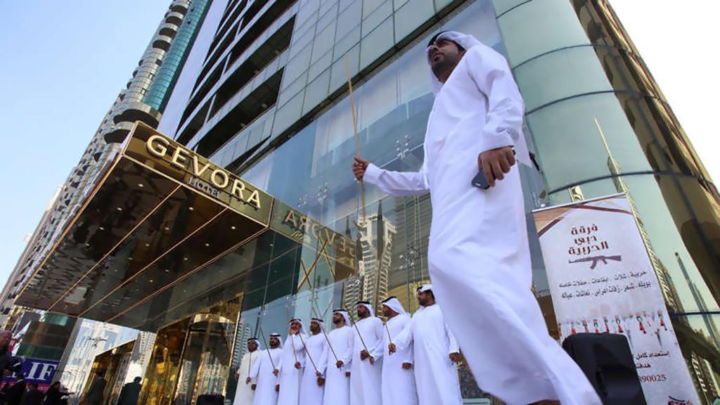 الإمارات تطلق تسهيلات جديدة للسياح الأجانب
