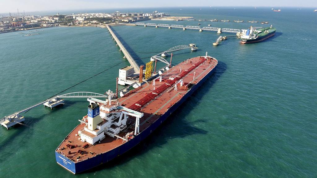 إيران تتجاوز السعودية في تصدير النفط الخام إلى الهند