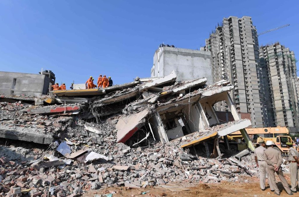 مقتل شخصين في انهيار مبنى من 6 طوابق قرب نيودلهي