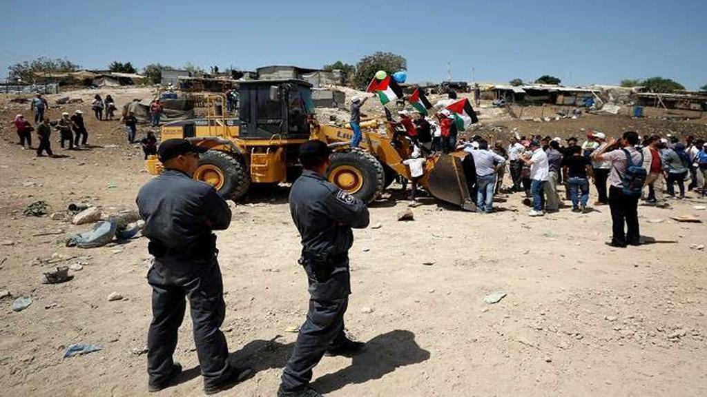 دبلوماسيون أوروبيون يتضامنون مع قرية الخان الأحمر الفلسطينية