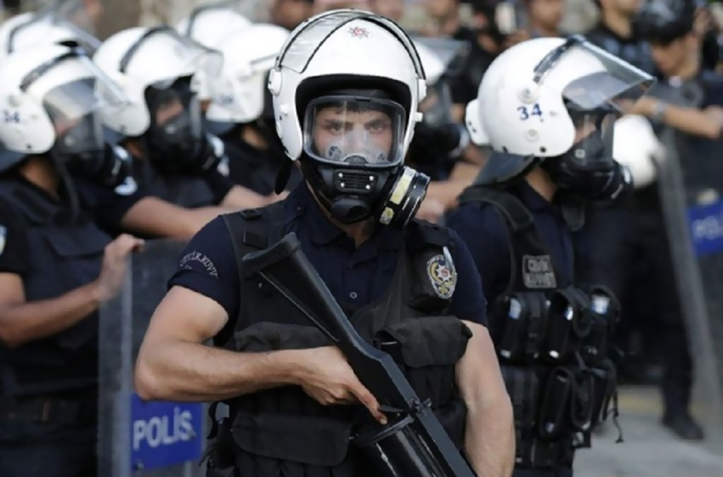 الشرطة التركية تنفذ مداهمات لاعتقال داعية مسلم وأتباعه