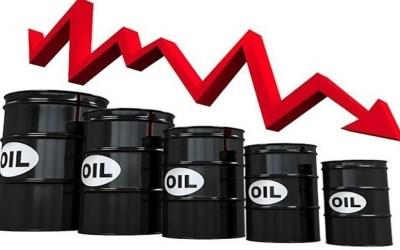 أسعار النفط تتجه نحو تسجيل أكبر انخفاض شهري في 7 أشهر