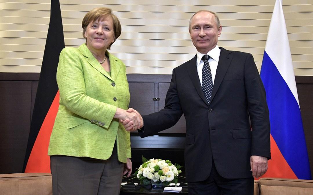 ميركل تستضيف بوتين السبت لبحث قضايا سوريا وأوكرانيا