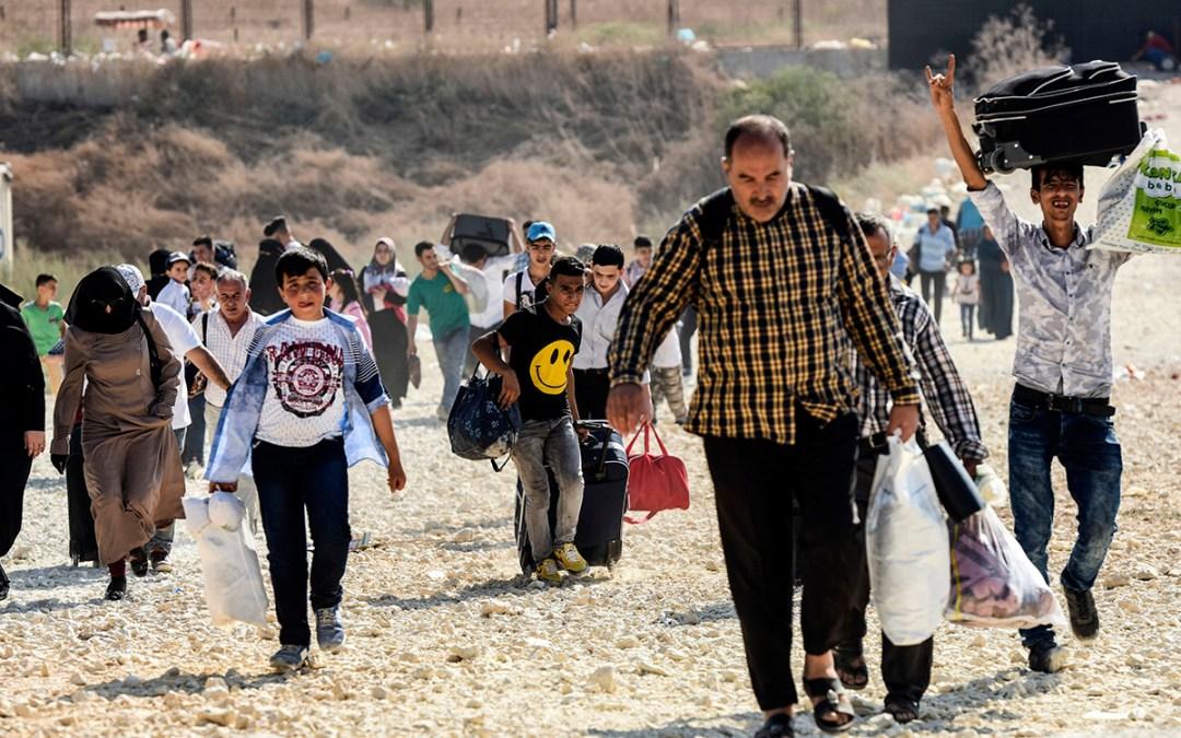 النازحون السوريون يتجمعون عند نقطة العبودية تمهيداً للعودة الى بلادهم