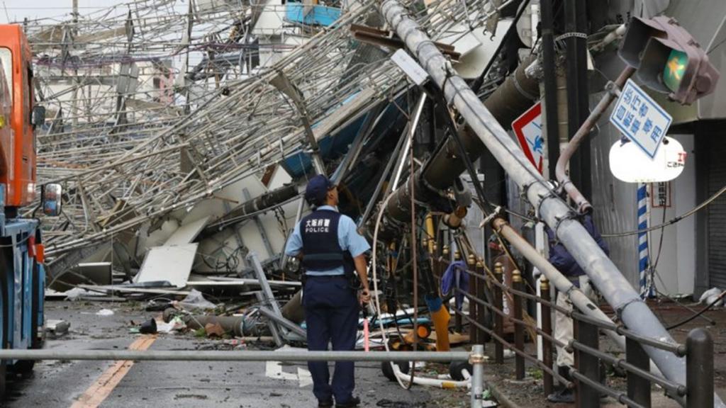 تسعة قتلى وأضرار جسيمة في أقوى إعصار يضرب اليابان منذ ربع قرن