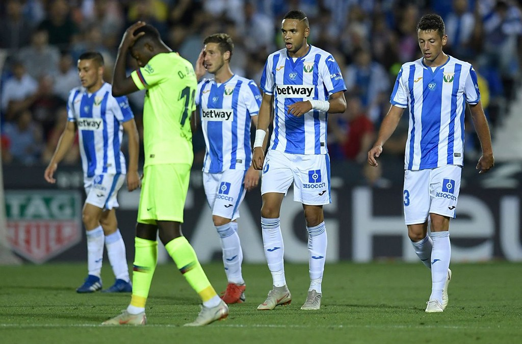 """""""الهزيمة"""" تهزّ برشلونة"""
