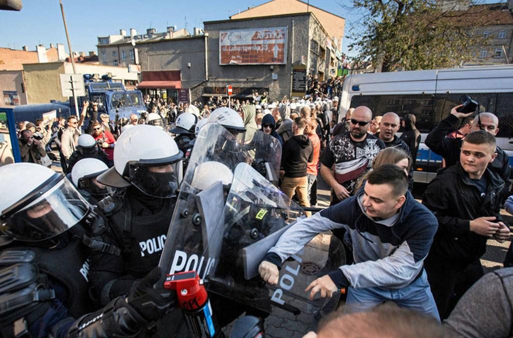 صدامات بين مهاجرين والشرطة البوسنية على الحدود مع كرواتيا
