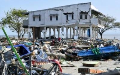 """بعد التسونامي """"القاتل""""… زلزال قويّ يهزّ شرق إندونيسيا"""