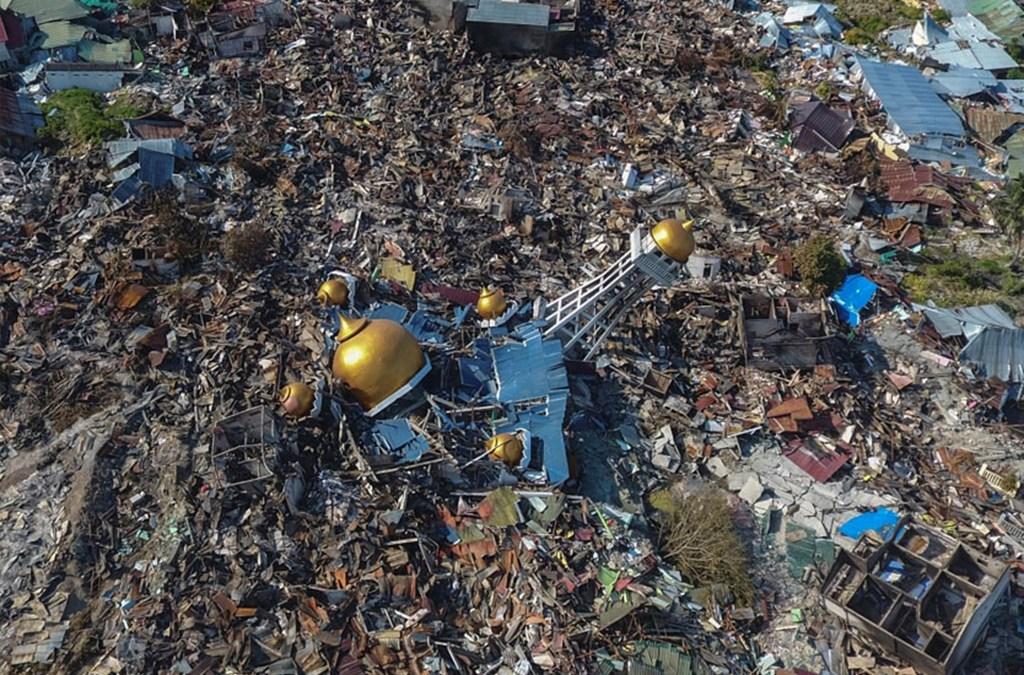 تسارع وتيرة المساعدات الأجنبية للناجين من زلزال إندونيسيا المدمر