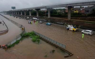 7 قتلى في انهيار جسر معلق في إندونيسيا