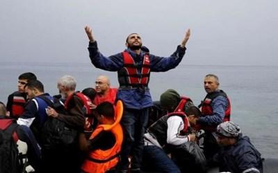 غرق زورق على متنه أكثر من 100 مهاجر قبالة ليبيا