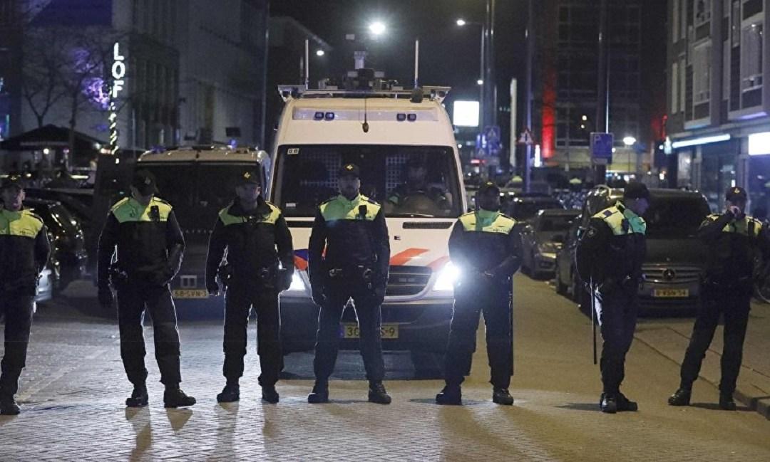 تجدد الاشتباكات في هولندا بسبب قيود كورونا والشرطة تعتقل أكثر من 150 شخصا