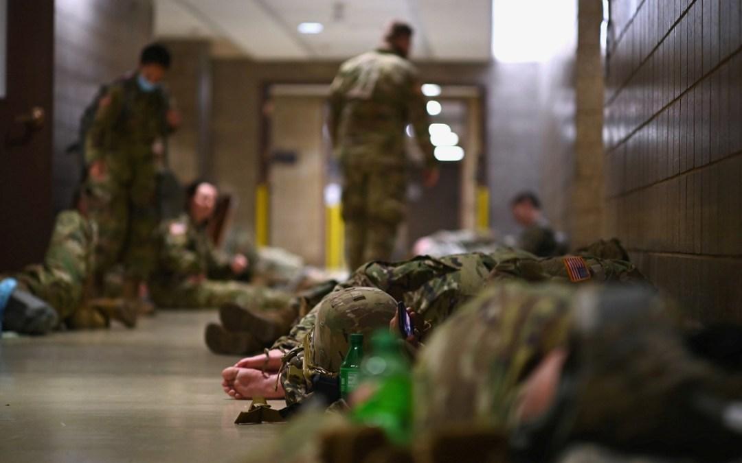 """بوليتيكو: عناصر الحرس الوطني الأمريكي يشعرون بـ""""الغدر"""""""
